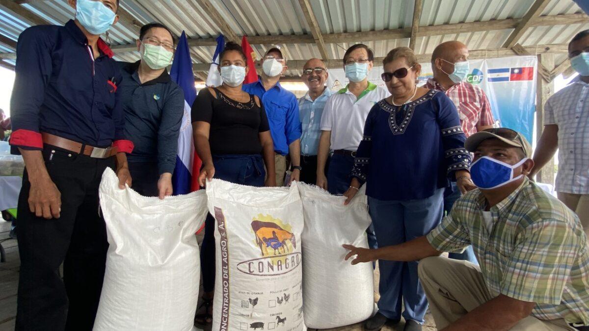 Proyecto de Maricultura entrega Jaulas Flotantes para cultivo de pez pargo en Chinandega